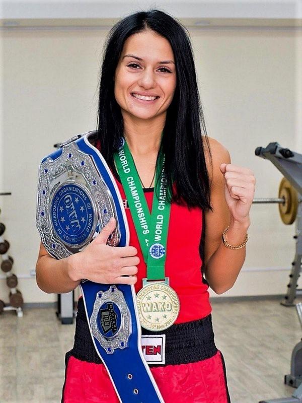 Юлия Стафоркина чемпионка мира по кикбоксингу