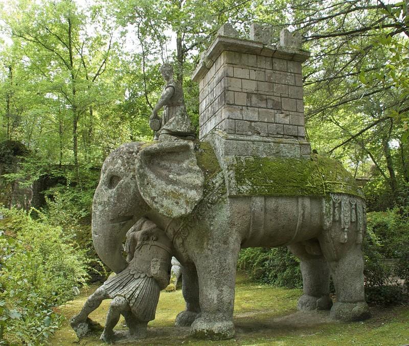скульптура слона в Бомарцо, в Священном лесу