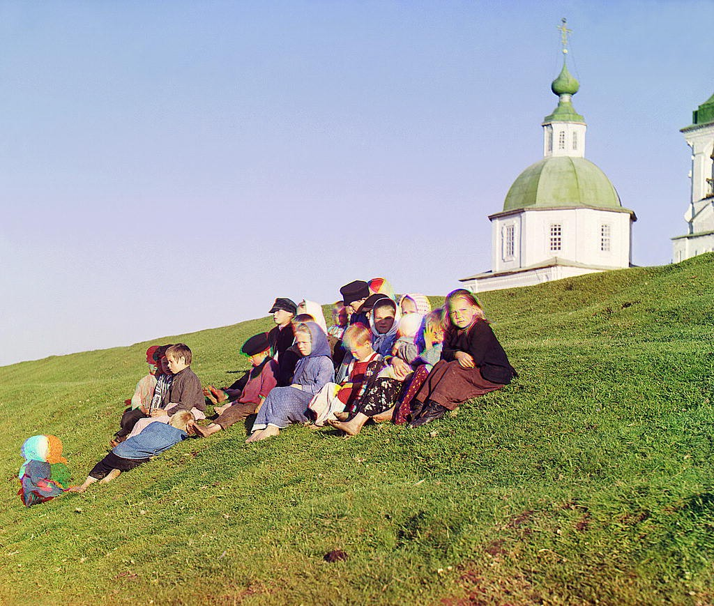 Прокудин Горский - фотографии русского села - группа детей - 1909 год