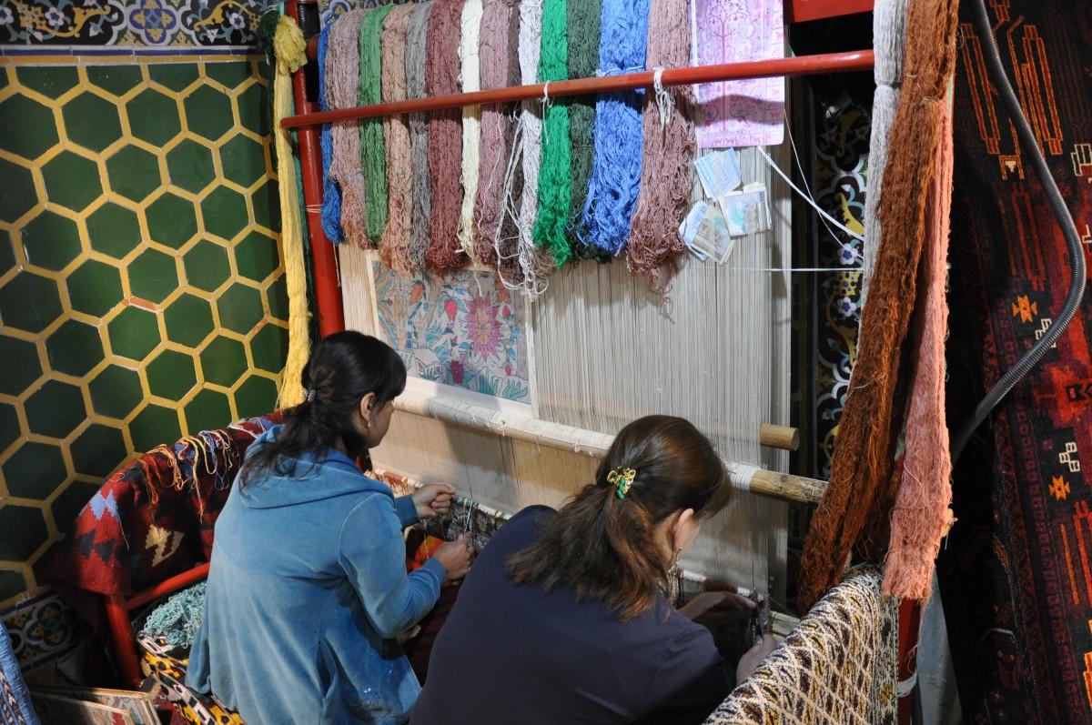 девушки ткут ковры, Самарканд