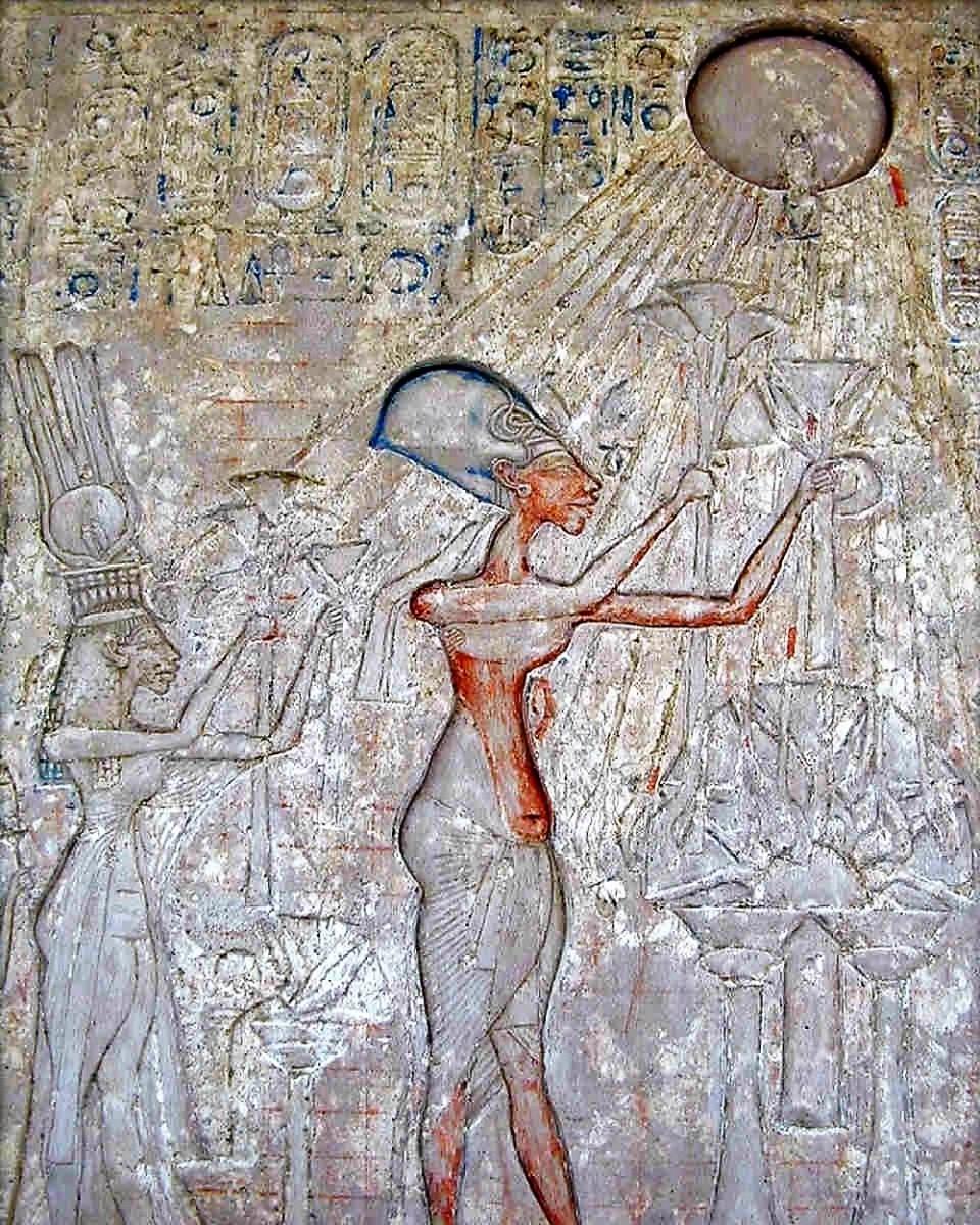 Египтяне обязаны были поклоняться только Атону, богу Солнца
