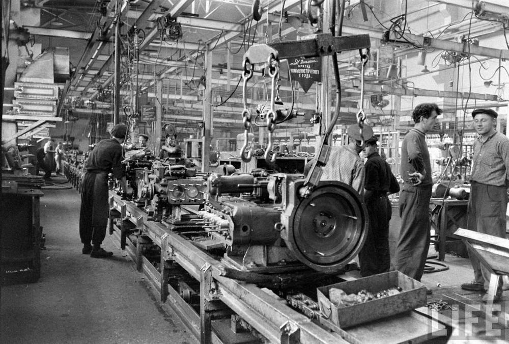 Минский тракторный завод в журнале Лайф в 1960 год