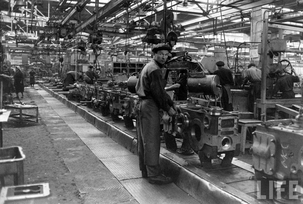 Минский тракторный завод в журнале Life в 1960 год
