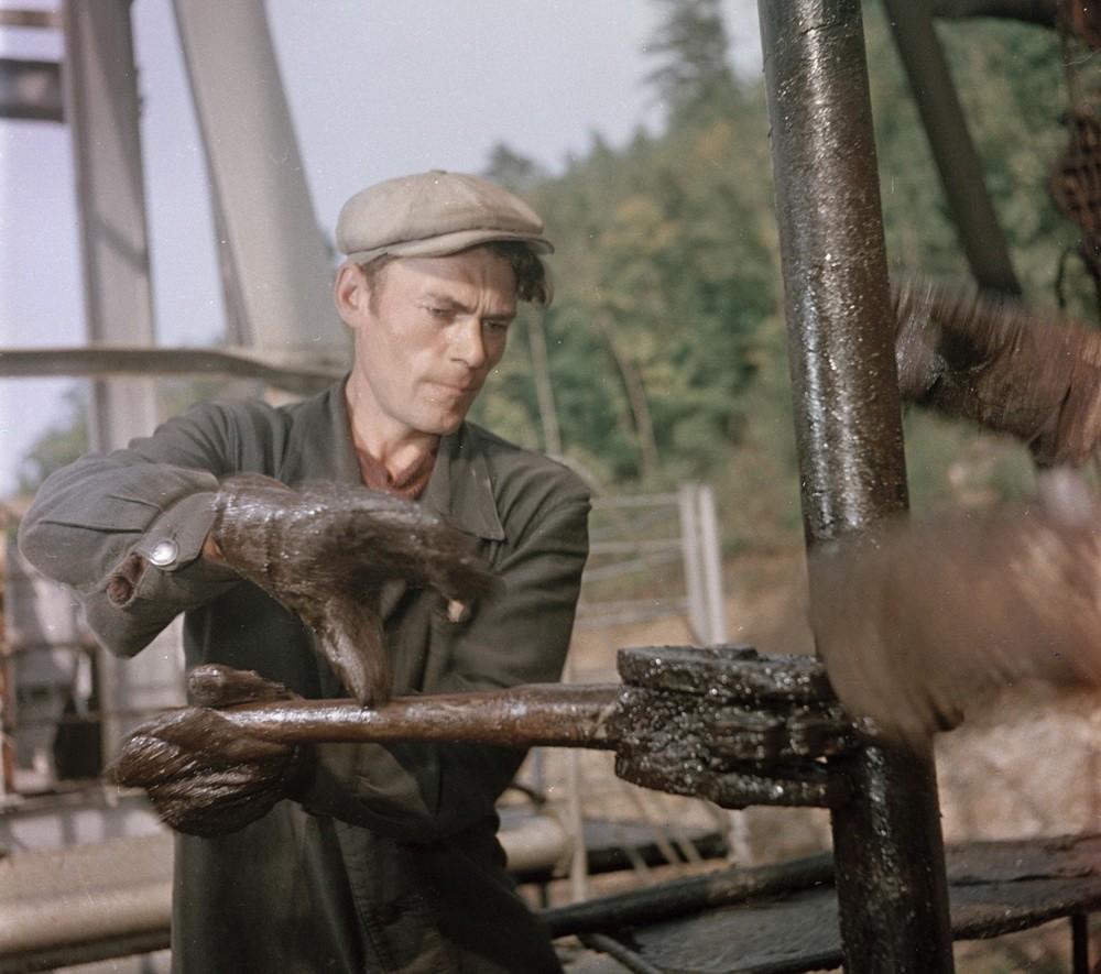 Добыча нефти в Жигулёвских горах, фото Семёна Фридлянда, 1950-е годы
