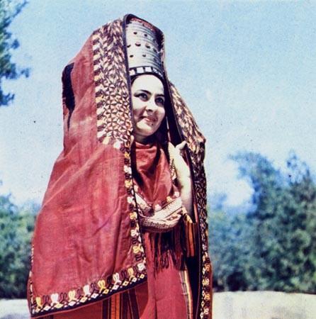 Гызыл курте.Текинский наголовный женский халат с орнаментом  чанга, гочок, тегбент