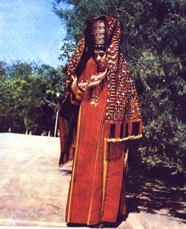 Яшыл чырпы. Текинский наголовный женский халат с орнаментом бармак, дорт гочок, чигиллем