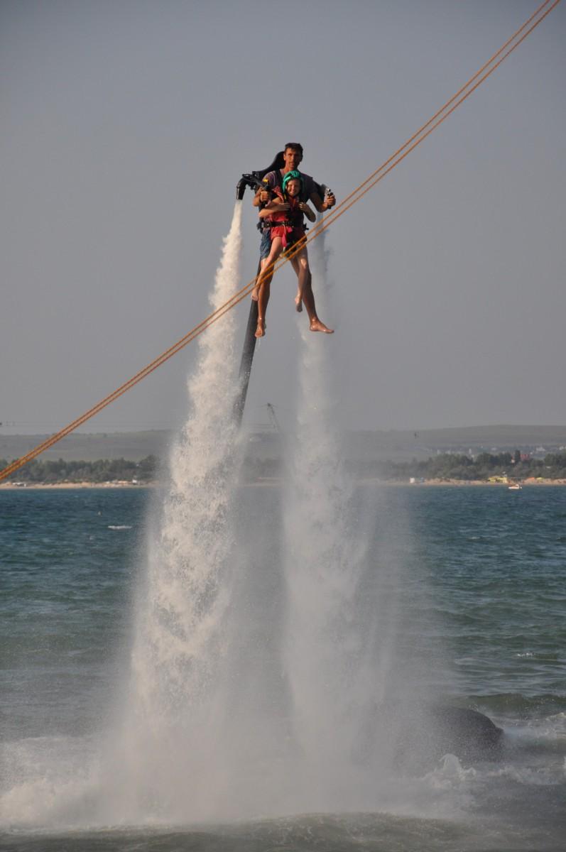 реактивный ранец Jetlev для полетов над водой