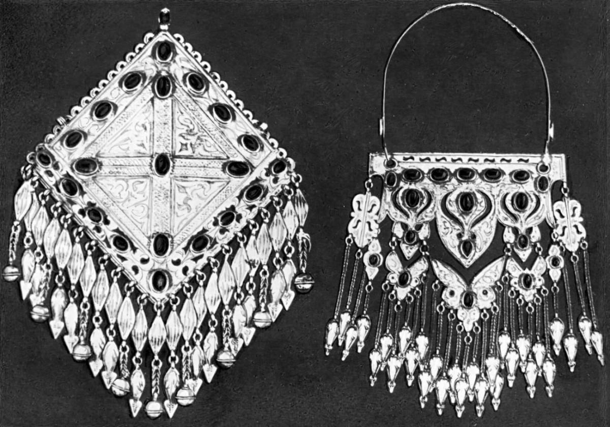 Нагрудные украшения для женского костюма туркменские