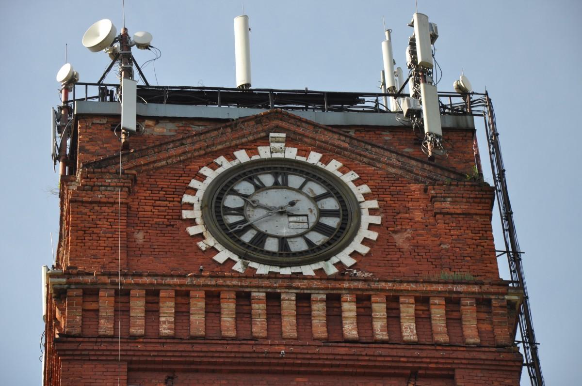 часы на башне фабрики Карзинкиных - Красный Перекоп