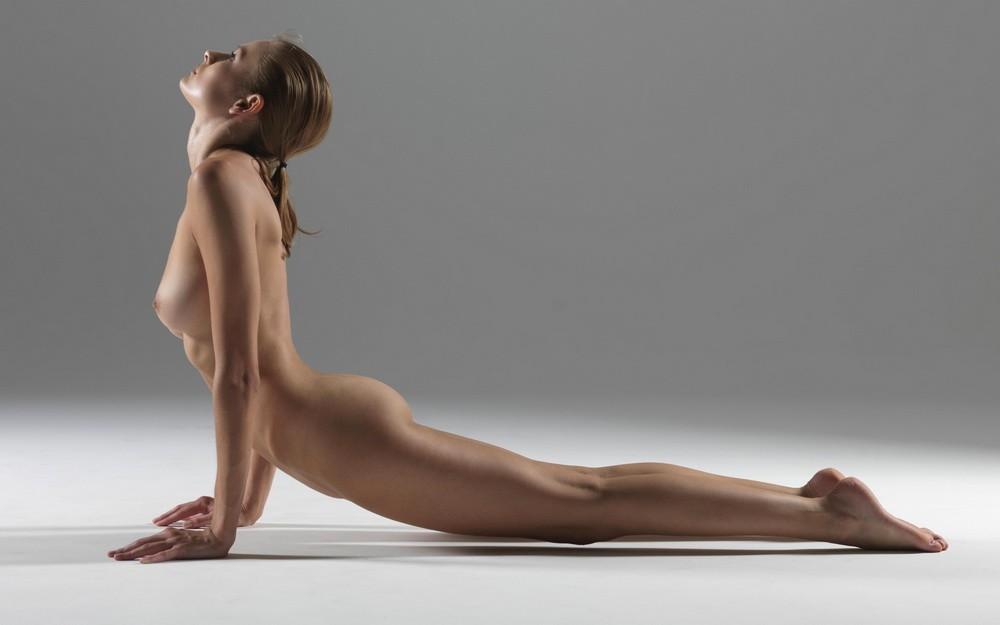женская голая йога фото начинается