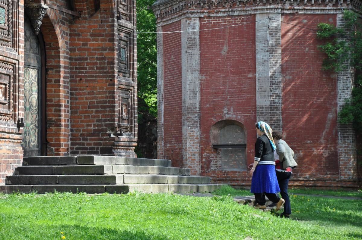 музейные работники в храме Иоанна Предтечи, Ярославль
