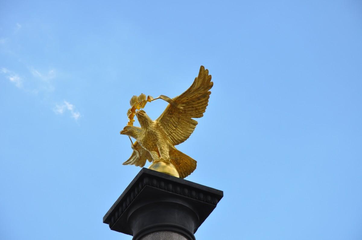 двуглавый орел на колонне тысячелетия Ярославля