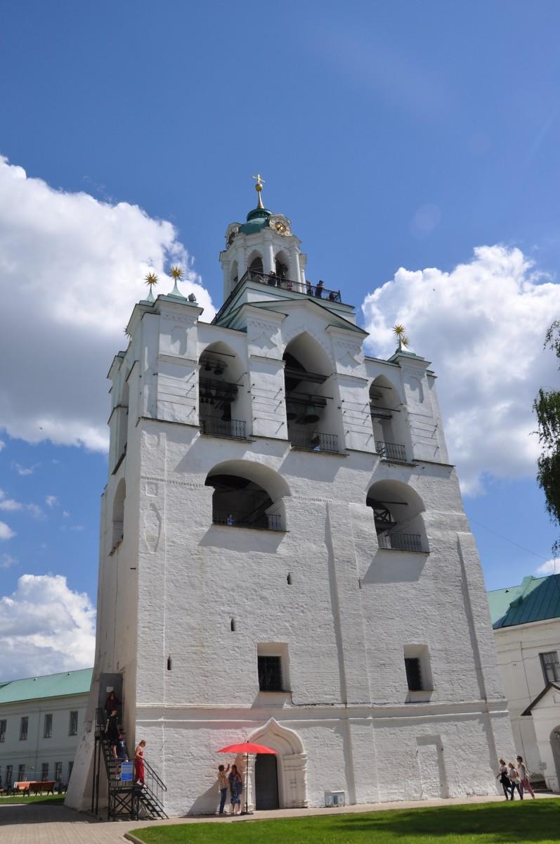 звонница с церковью Богоматери Печерской в Ярославле