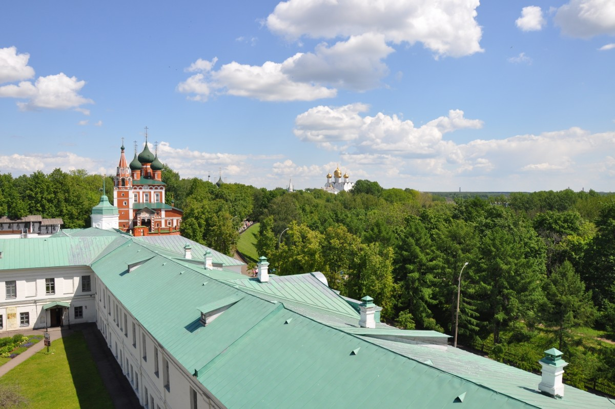 вид с колокольни Спасо-Преображенского монастыря в Ярославле