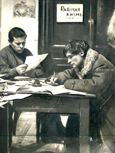 Юрий Олеша в редакции газеты Гудок