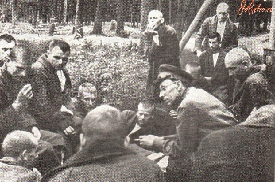 писатель павленко с ранеными бойцами