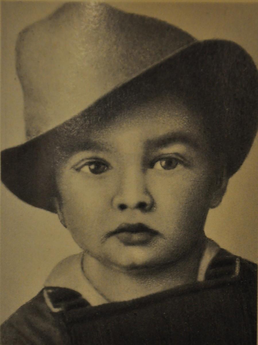 В возрасте трех лет Элвис Пресли уже обладал томным взглядом