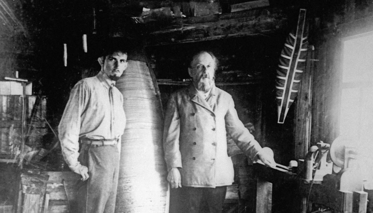 Циолковский в своей мастерской