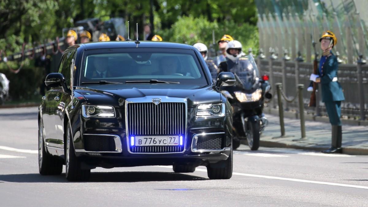 лимузин В.В. Путина во время инаугурации 7 мая 2018 года  - проект Кортеж (AURUS, ЕМП)