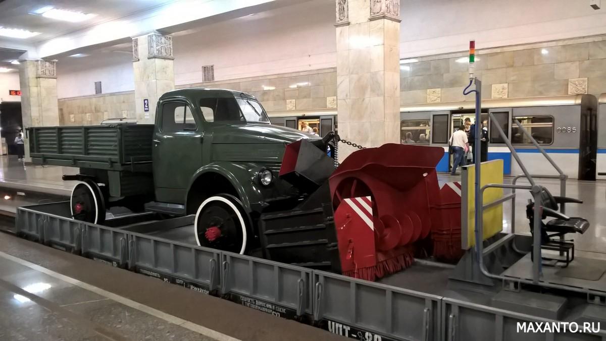 Автомобиль на рельсах в метрополитене