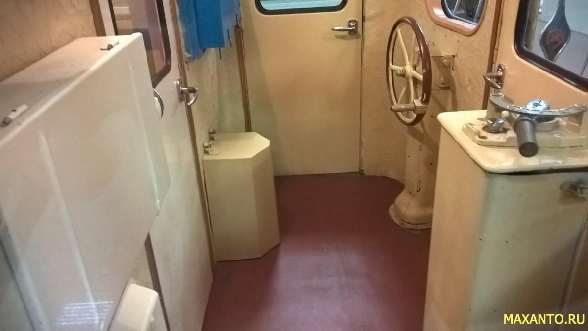 Кабина машиниста поезда метро вагона типа