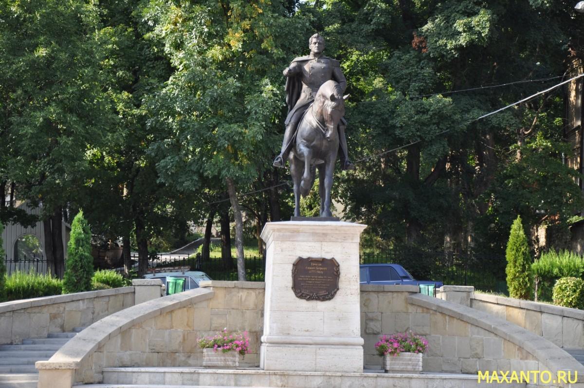 Памятник Генералу Алексею Ермолову в Пятигорске