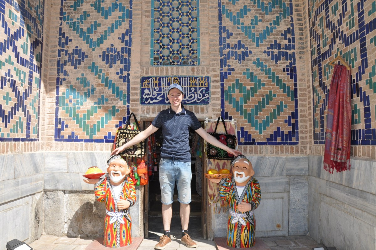 Лавка внутри Медресе Тилля-Кари
